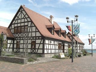 ドイツのヴュルツブルクと大津市が姉妹都市と言うことで、日本庭園をプレゼントしたお返しに、ヴュルツブルク市から寄贈された建物で、現在は、レストランとして賑わっ