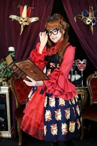 手作りネコ柄ジャンパースカート モデル着用写真 ネコメガネ編 変身写真サテライトドア